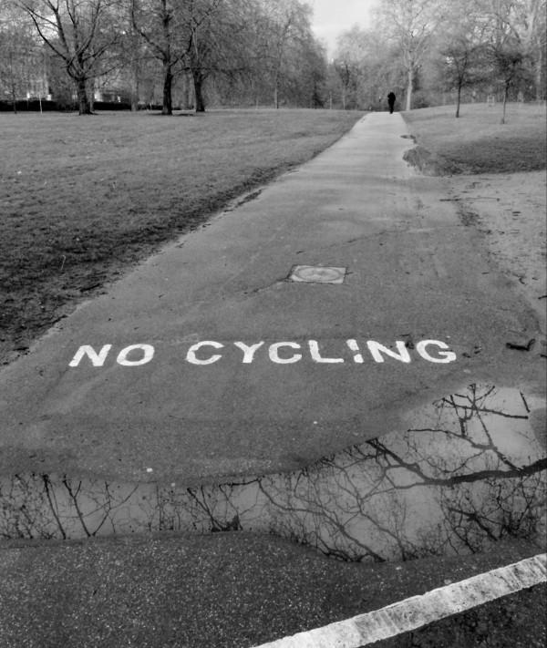 B&W, no cycling, park, london, green park